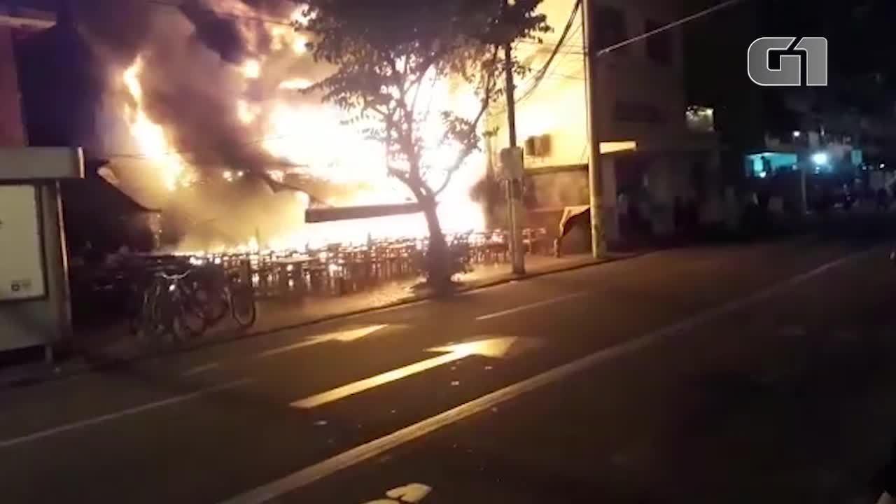 Incêndio no bar Barkana, em Niterói