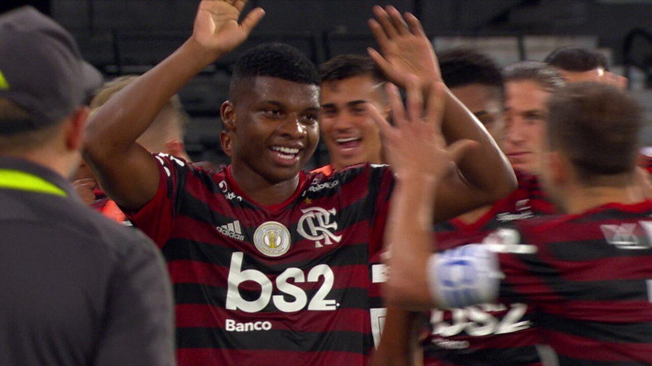 Gol do Flamengo! Lincoln recebe cruzamento e abre o placar, aos 43' do 2ºT