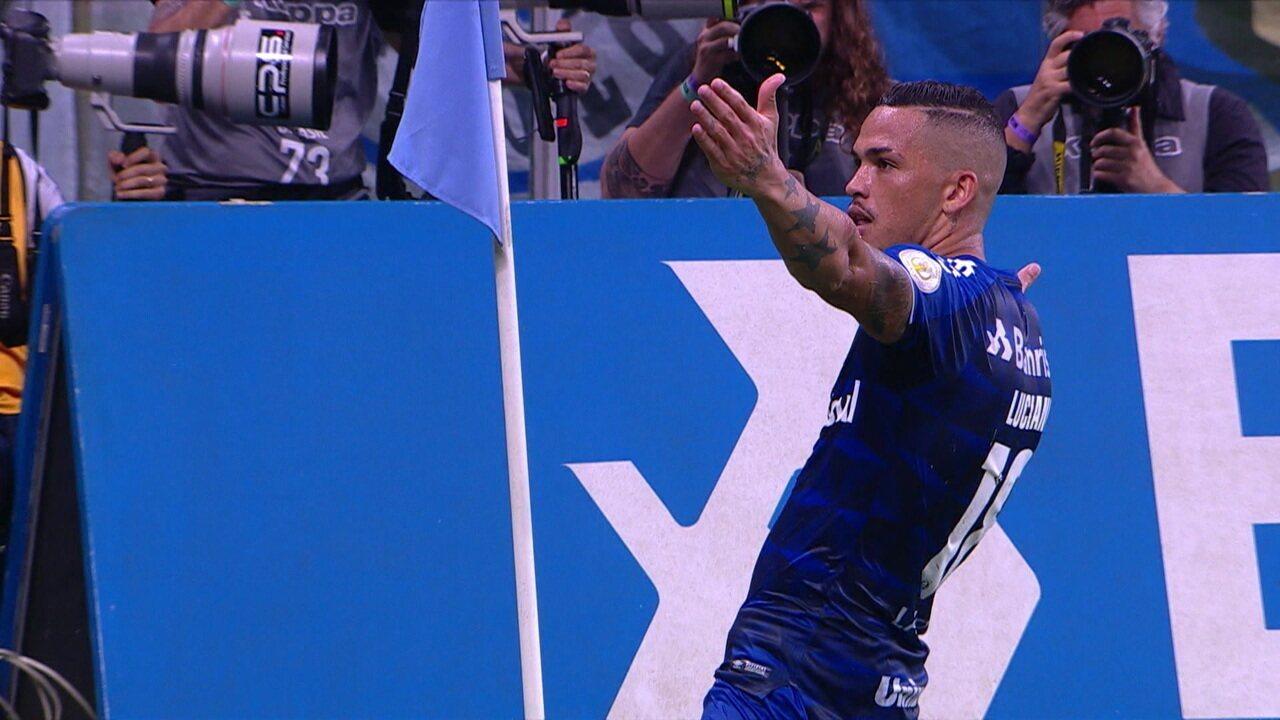 Everton arranca pela esquerda aos 47 do segundo tempo e cruza para gol contra do CSA
