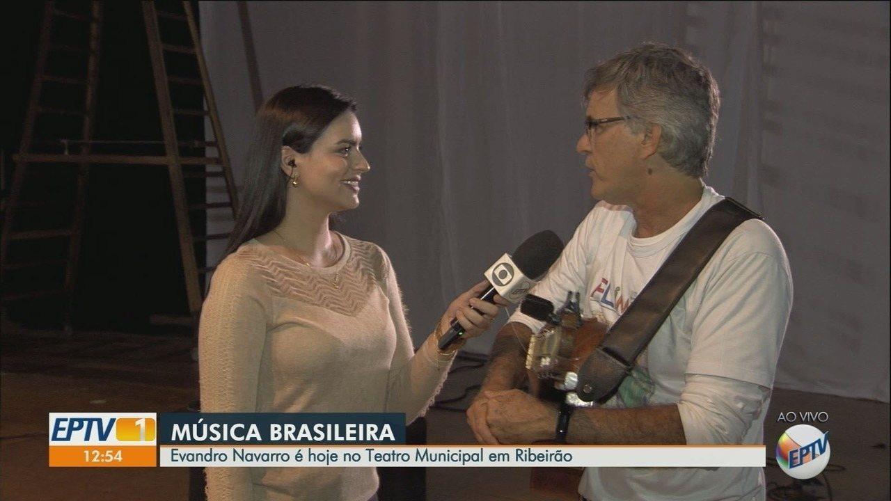 Cantor e compositor Evandro Navarro se apresenta em Ribeirão Preto, SP