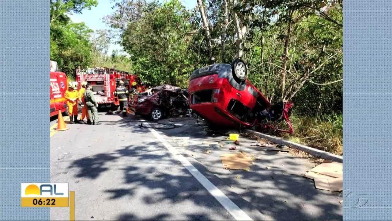 Pela manhã, informação era de que os três feridos na colisão na BR-104 continuavam internados, mas hospital atualizou informação horas depois