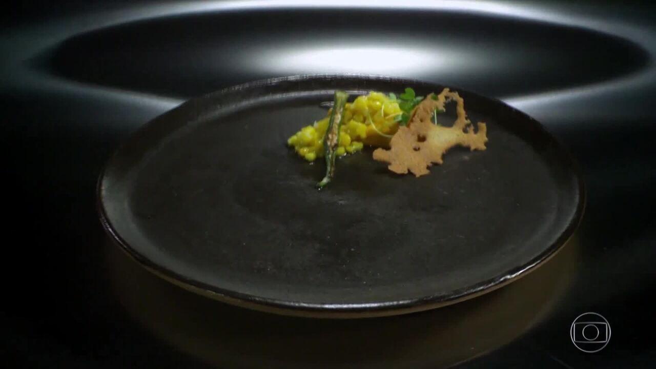 Purê de abóbora com Pequi, Quiabo, Tuile de Pixé e Milho na Manteiga do Marcelo Cotrim