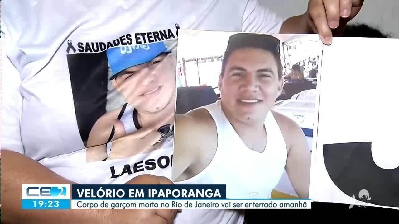 Corpo de garçom morto no Rio de Janeiro é recebido com protesto no interior do estado