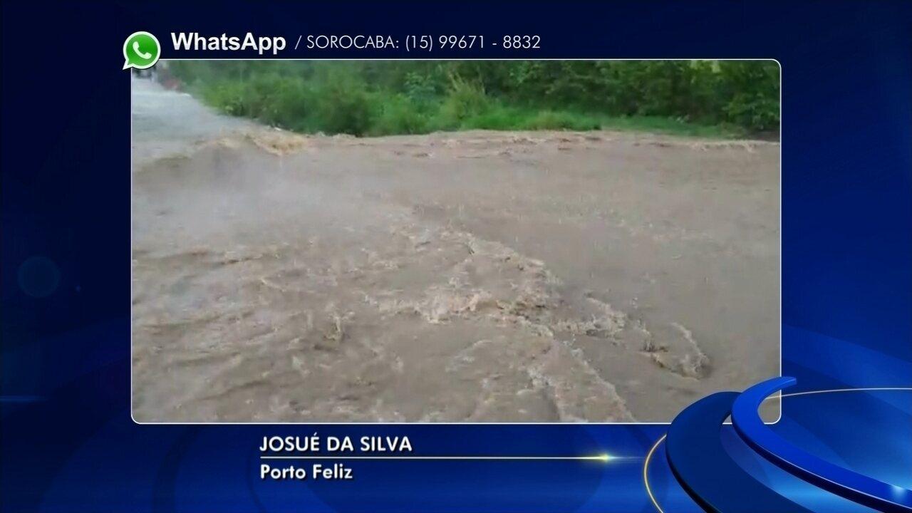 Chuva forte alaga rua e cria 'correnteza' em Porto Feliz