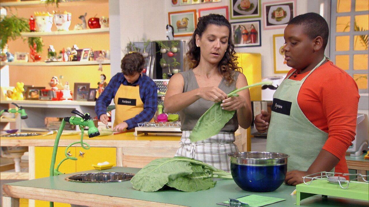 Muito Sabor, Poucas Calorias - Kapim ensina pratos leves e saborosos para as crianças que precisam perder uns quilinhos. No cardápio, charutos de couve com repolho, barquete de abobrinha e tomate recheado.