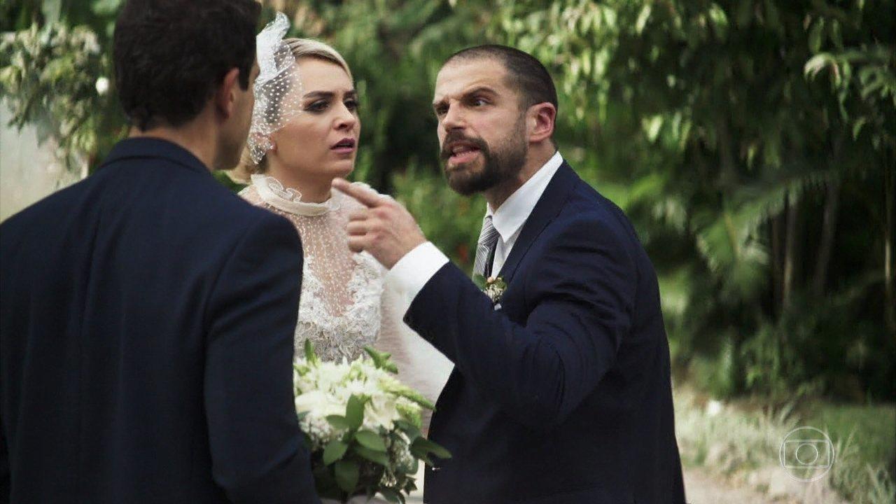 Márcio (Anderson Di Rizzi) interrompe cerimônia de casamento de Kim (Monica Iozzi) e Paixão (Duda Nagle)