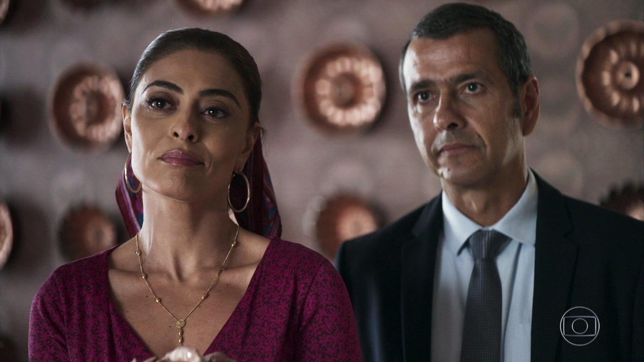Amadeu diz a Fabiana que ela terá que devolver a fábrica a Maria da Paz