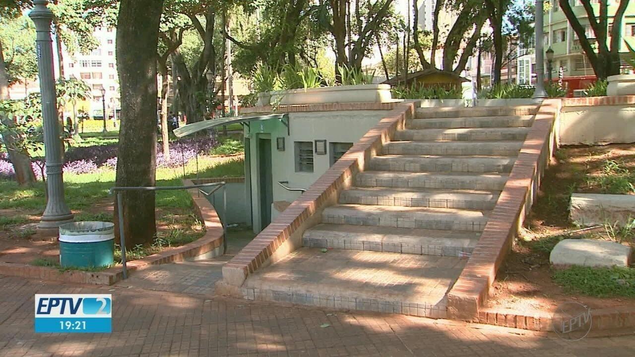 Sem pagamento da Prefeitura, empresa suspende limpeza de banheiros públicos em Ribeirão