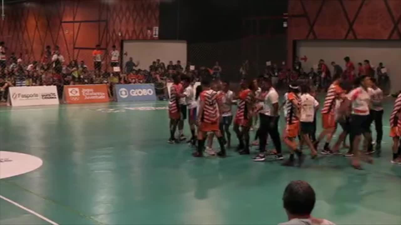 Caic vence time de SC nos Jogos Escolares e avança à final do handebol