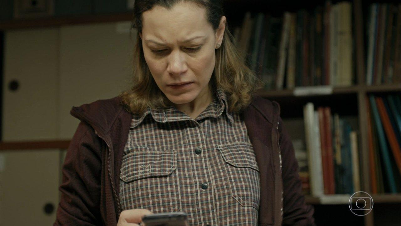 Sônia recebe foto de menino machucado e descobre que seu filho se meteu em confusão
