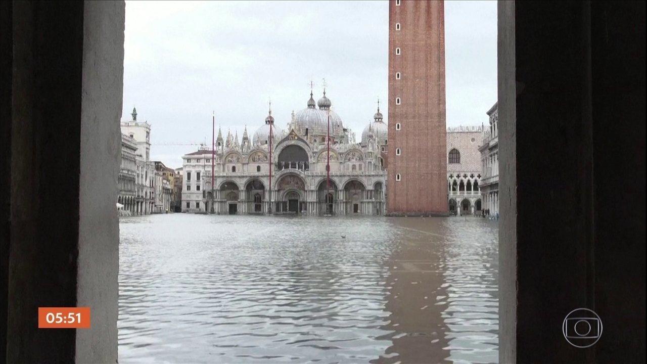 Enchentes em Veneza causam prejuízos devastadores