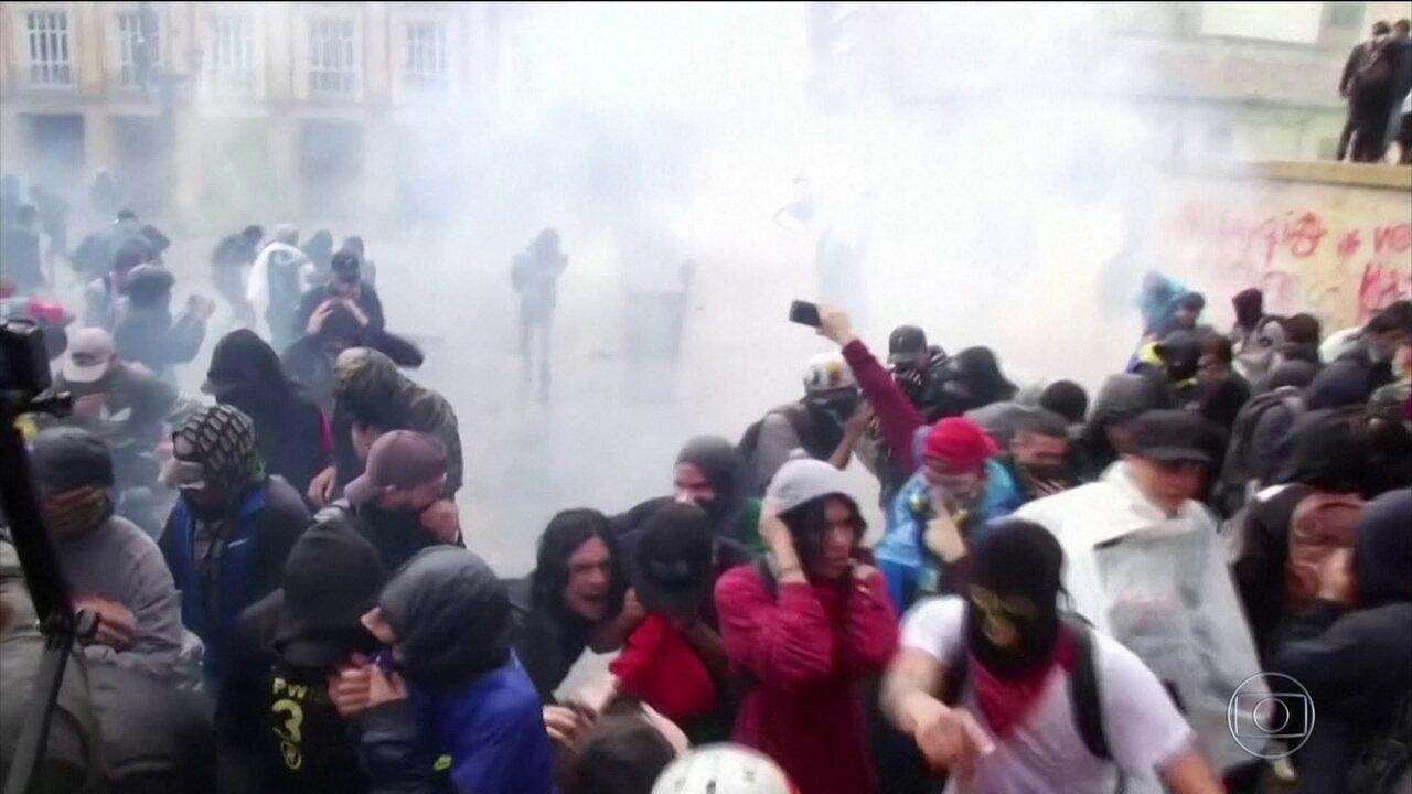 Presidente da Colômbia se diz aberto ao diálogo após protestos contra pacote econômico