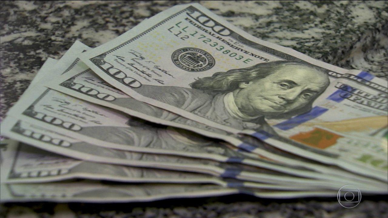 Dólar atinge novo recorde nominal e BC intervém para segurar cotação