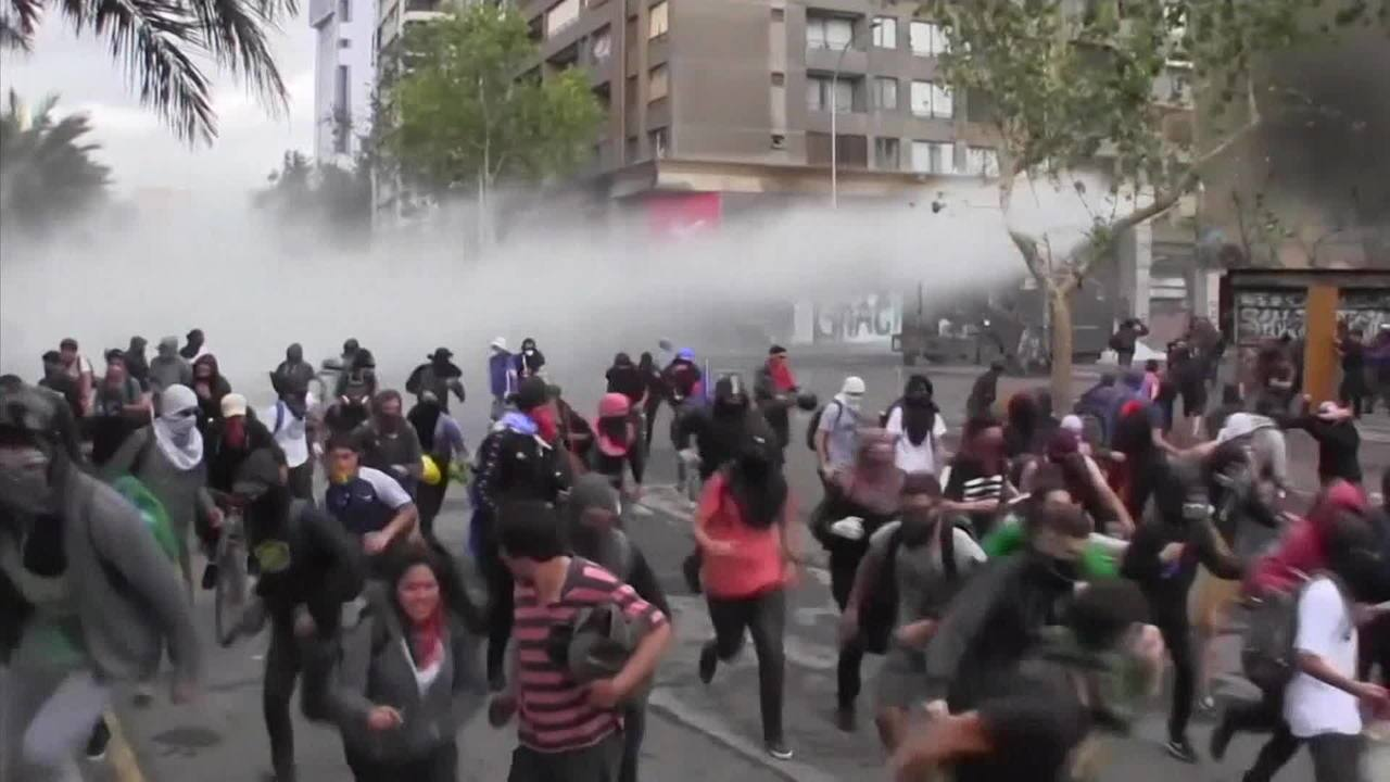 Policiais cometeram crimes na repressão a protestos no Chile, diz Human Rights Watch