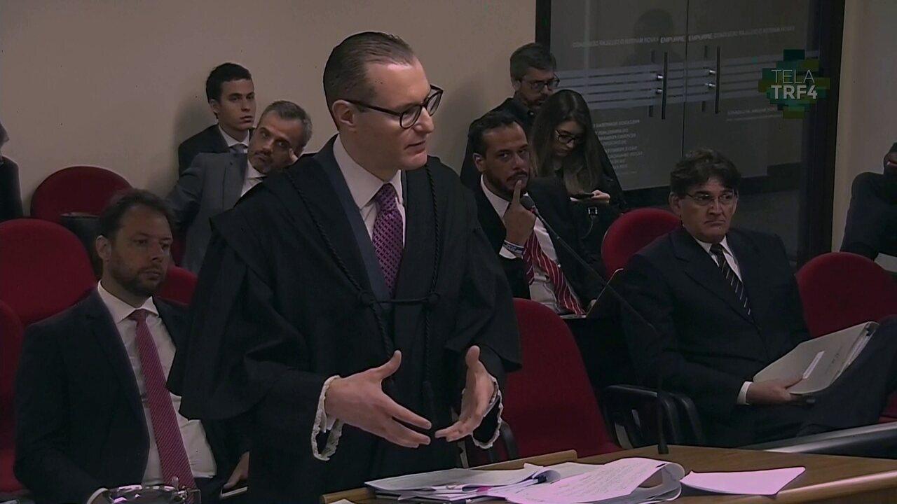 Cristiano Zanin, advogado de Lula, fala em julgamento no TRF-4 sobre sitio em Atibaia