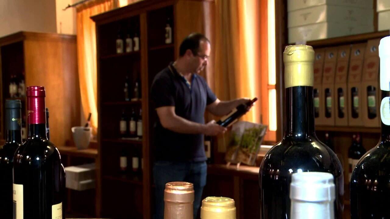 Oliena, na Sardenha, produz o vinho da longa vida: Cannonau do tipo Nepente