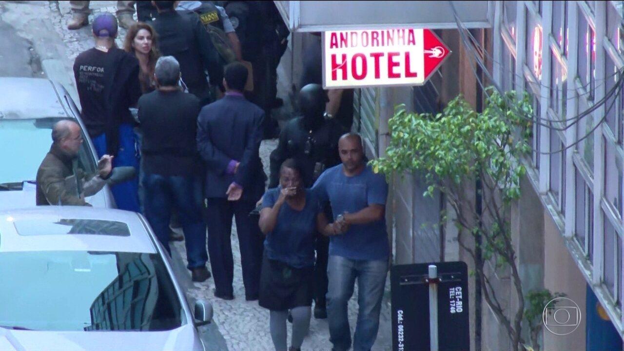 Homem armado com faca faz reféns em bar no centro do Rio