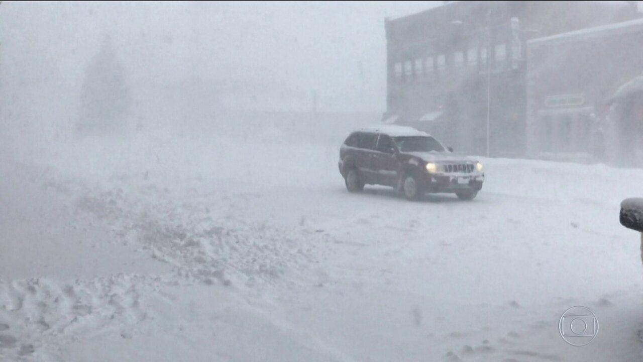 Mais de 50 milhões de americanos enfrentam chuva e neve no feriado de Ação de Graças