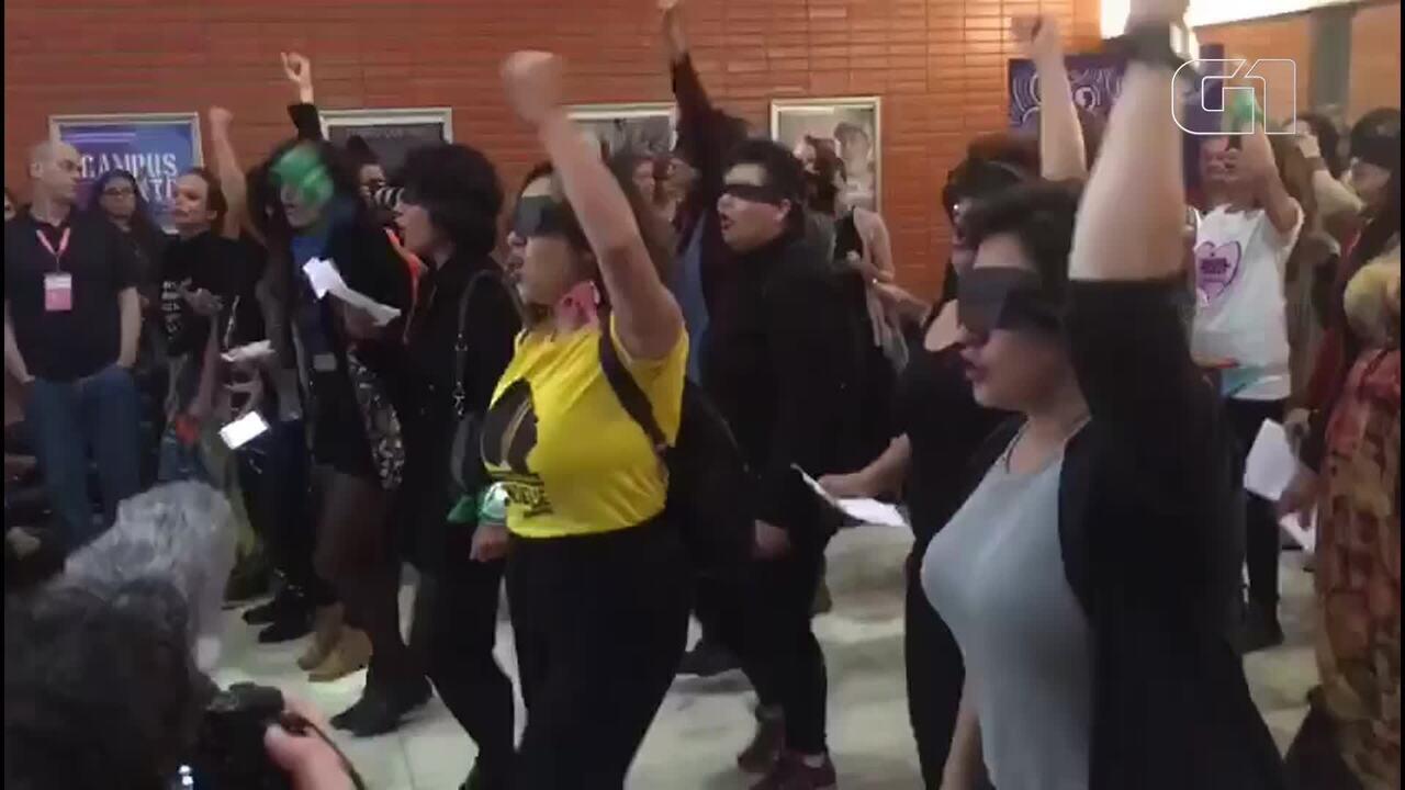 Mulheres protestam contra 'machismo no cinema' durante 52º Festival de Cinema de Brasília