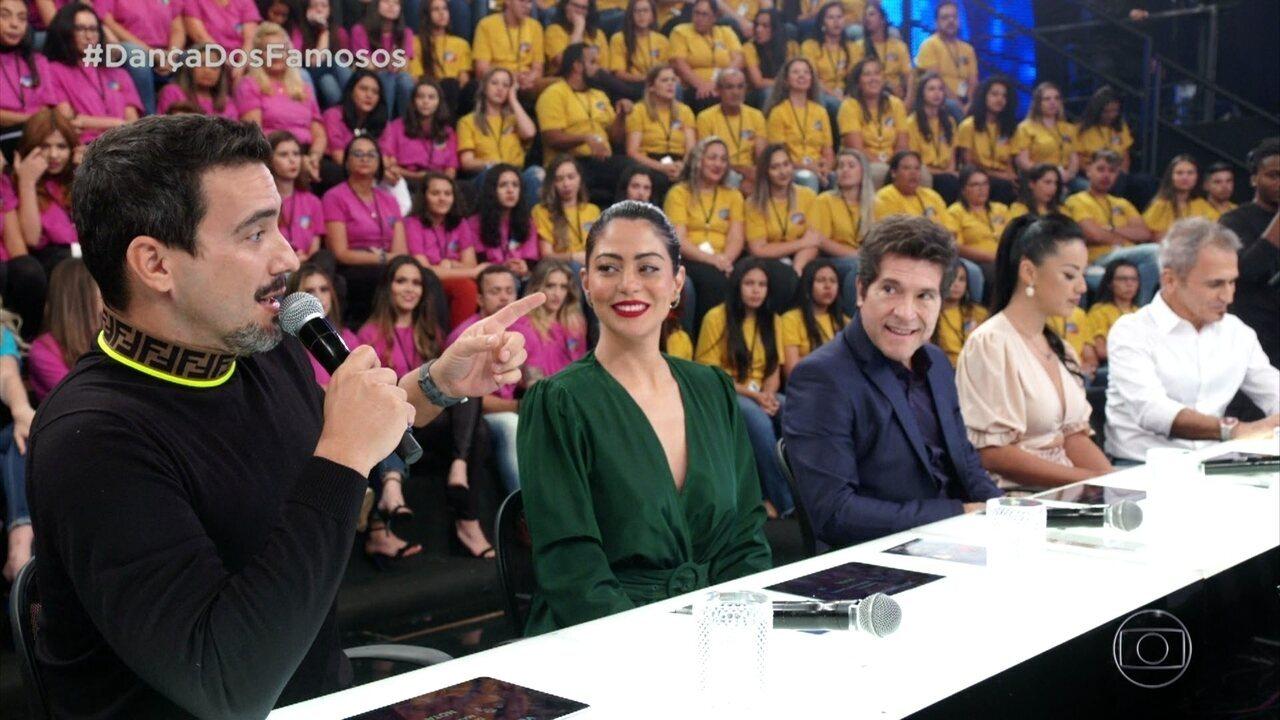 Jurados avaliam apresentaçaõ de Dandara Mariana
