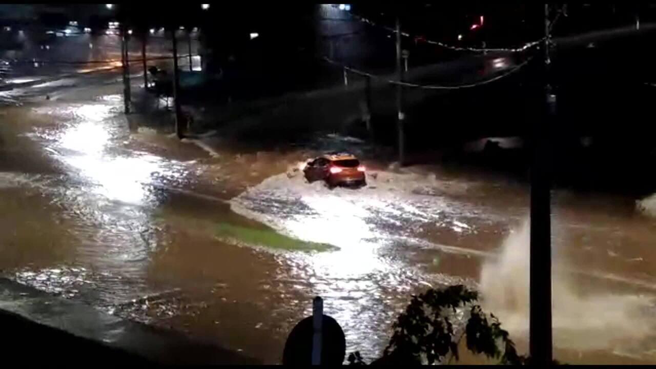 Chuva forte provoca transtornos em Belo Horizonte