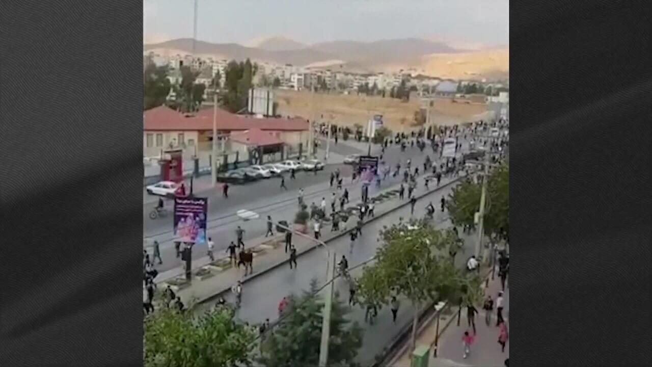 Protestos mergulham Irã na pior crise política em 40 anos