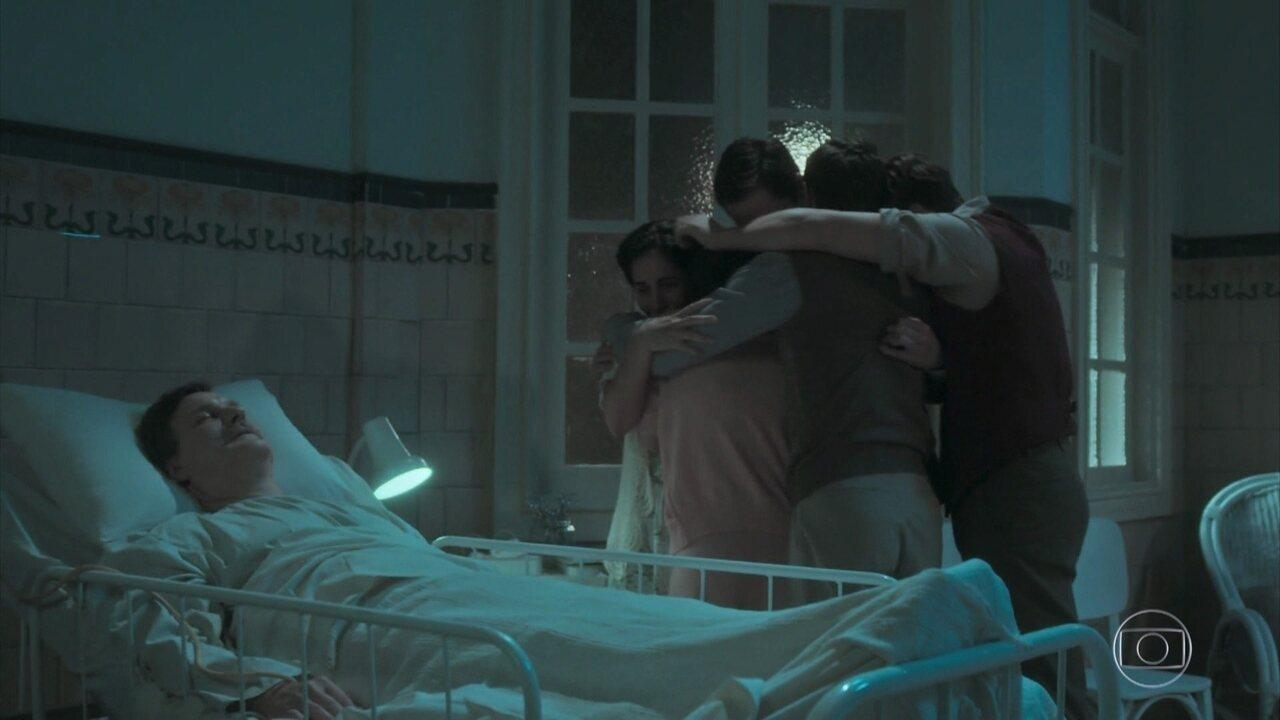 Julio morre ao lado de Lola e dos filhos