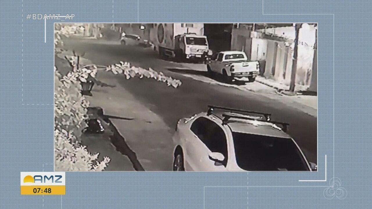 Carro bate em poste e deixa moradores de bairro sem energia por mais de 8 horas em Macapá