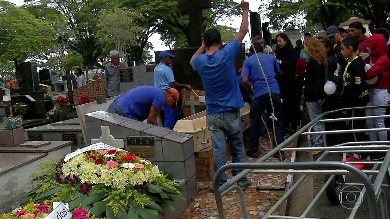 Duas vítimas da tragédia de Paraisópolis são enterradas em São Paulo
