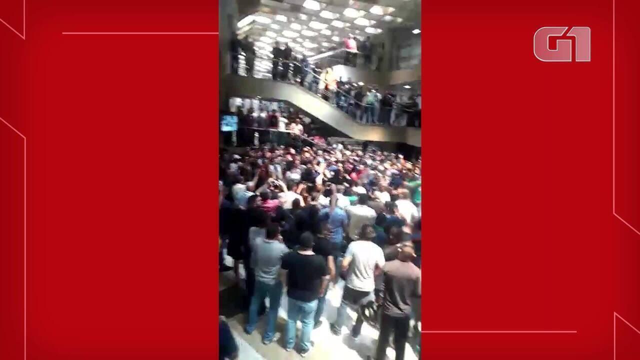 Policiais militares protestam por melhores salários na Assembleia Legislativa do Ceará