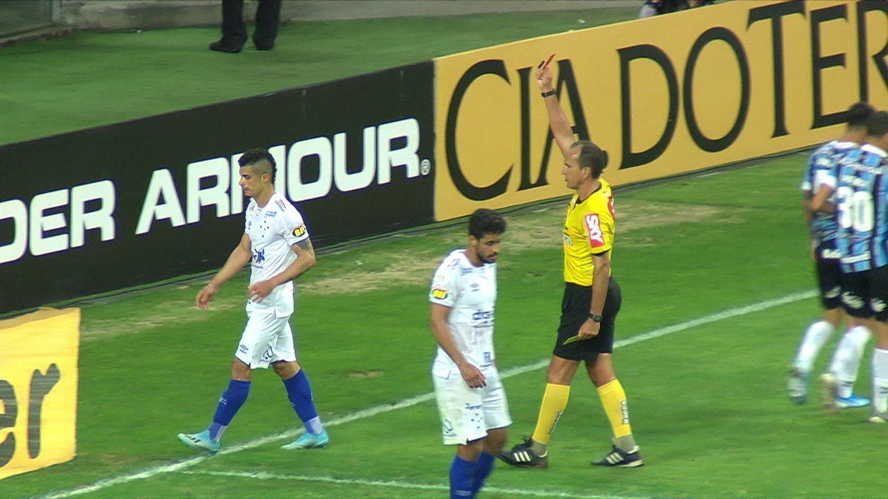 Expulso! Egídio leva chapéu de Ferreira, para o lance e leva o segundo amarelo aos 46 do 2º tempo