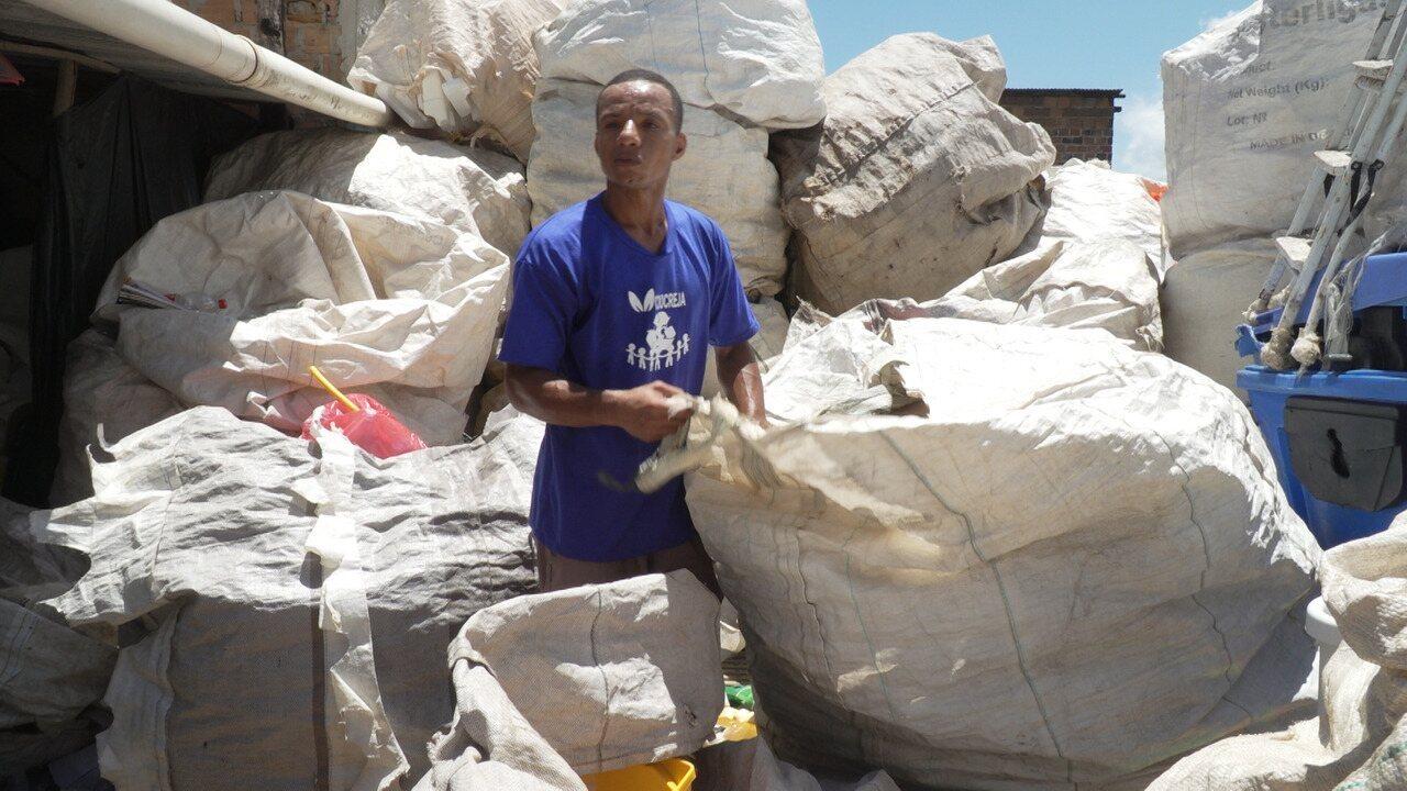 Administrador e catador, João Paulo dos Santos conta sua história de vida