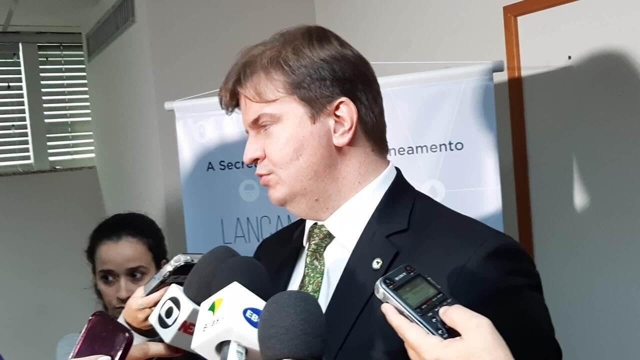 Ministro do Desenvolvimento Regional, Gustavo Canuto, comenta pesquisa sobre saneamento