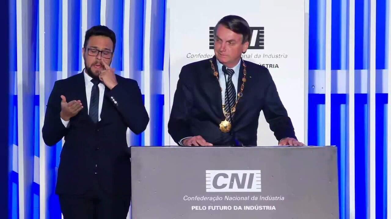 Bolsonaro critica escolha de ministro da Defesa argentino errado