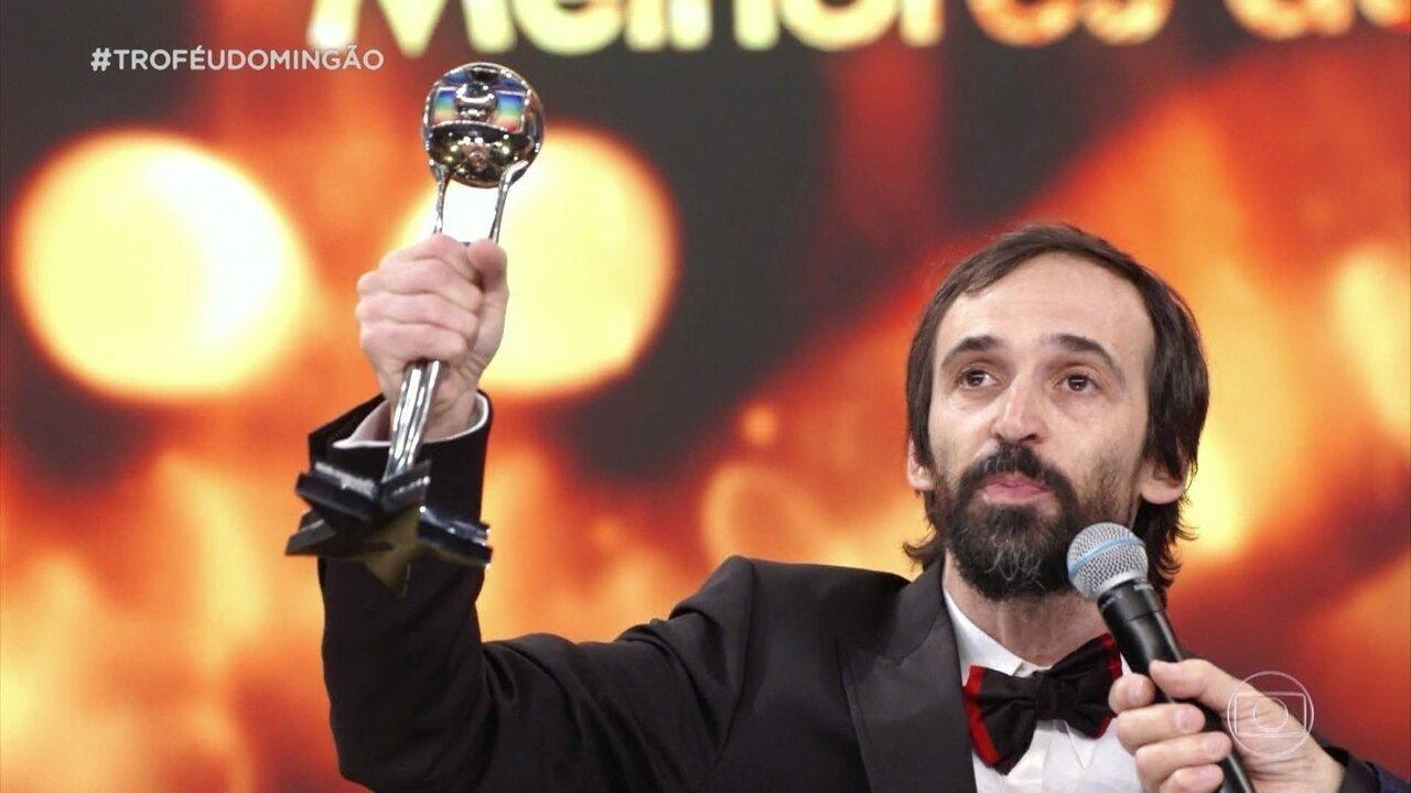 Julio Andrade ganha o troféu de ator de série