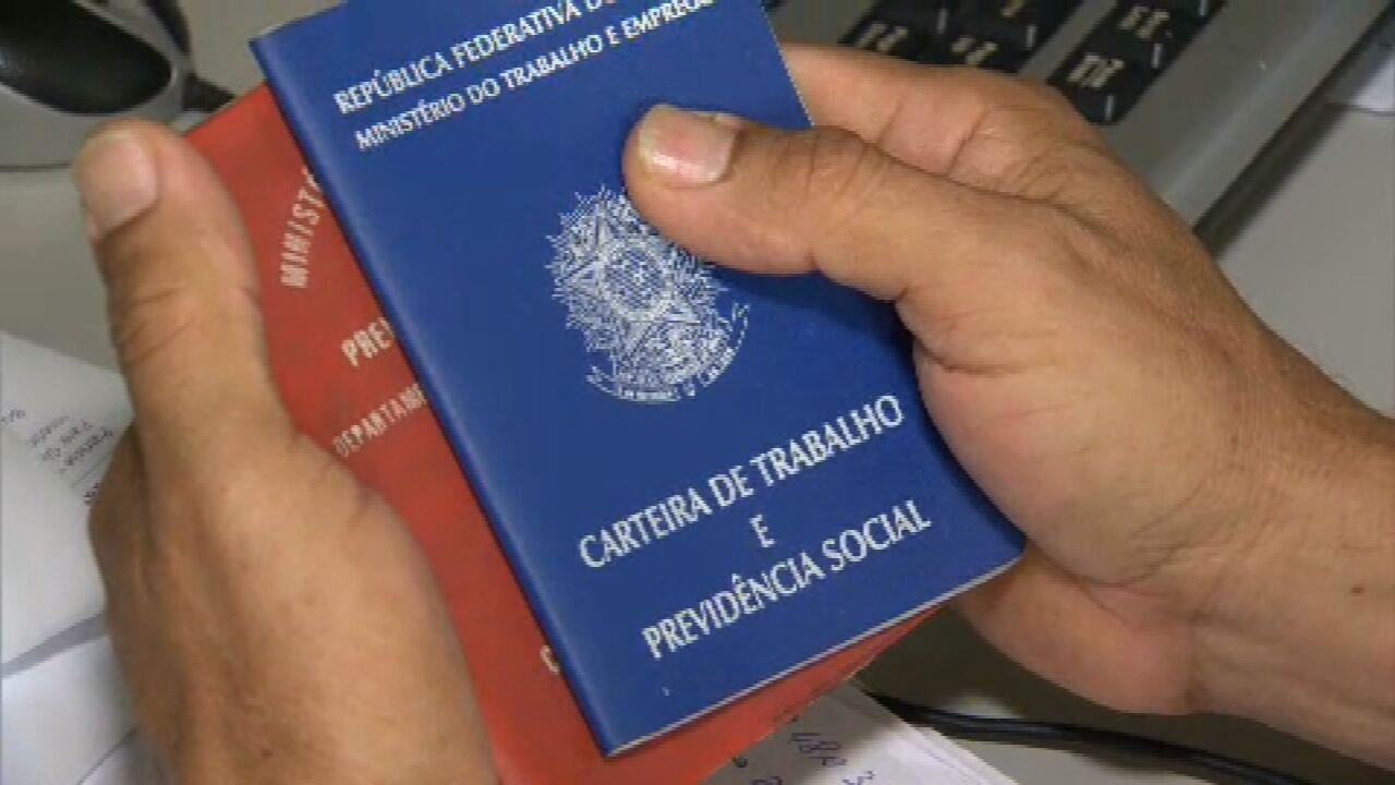 Brasil abre quase cem mil vagas com carteira assinada em novembro