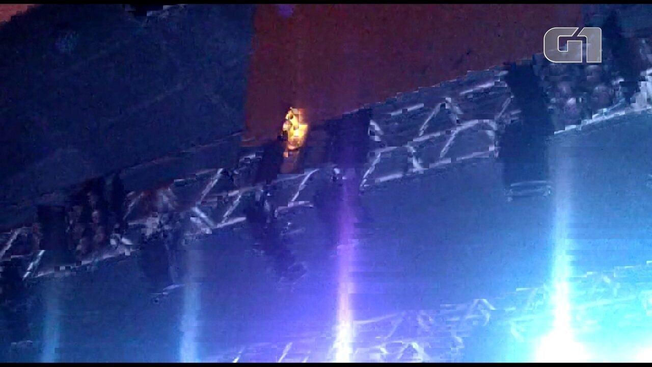Vídeo mostra fogo em holofote no show do Sepultura