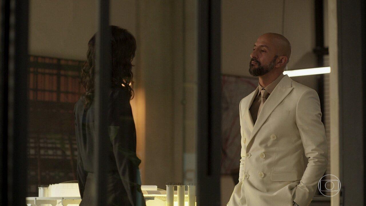 Álvaro informa a Amanda que seu pai faleceu