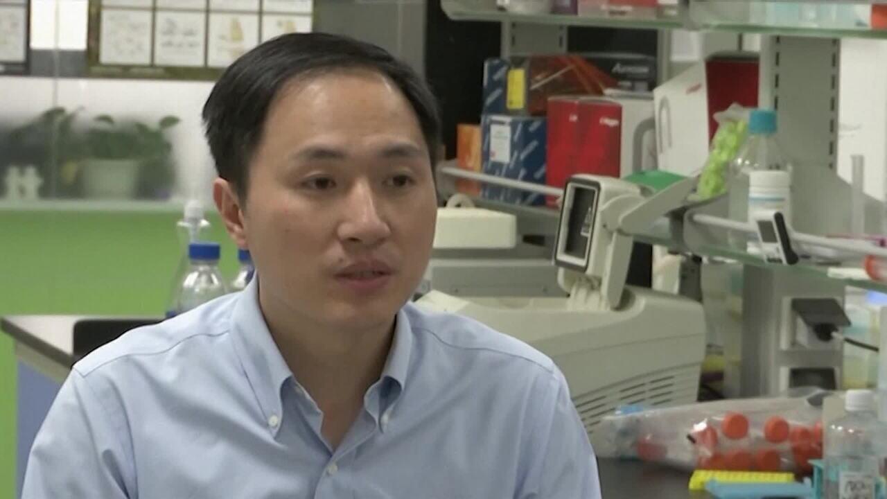 China condena cientista por criar bebês com DNA modificado