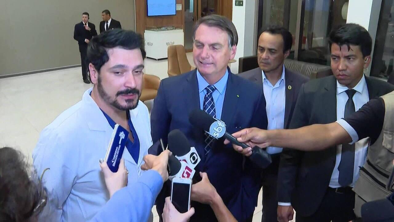 Bolsonaro visita primeira-dama que está internada em Brasília