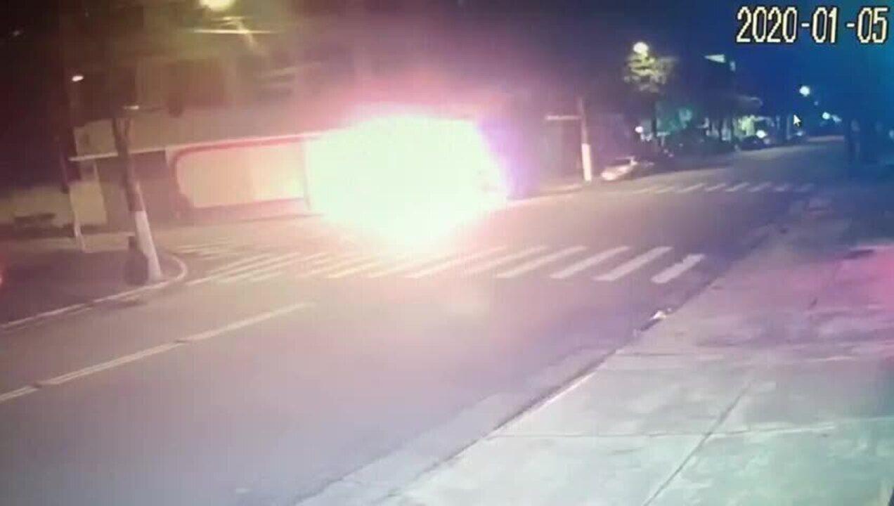 Vídeo mostra homem ateando fogo em morador de rua na Mooca
