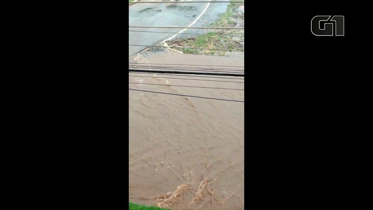 Chuva alagou Barbosa Ferraz