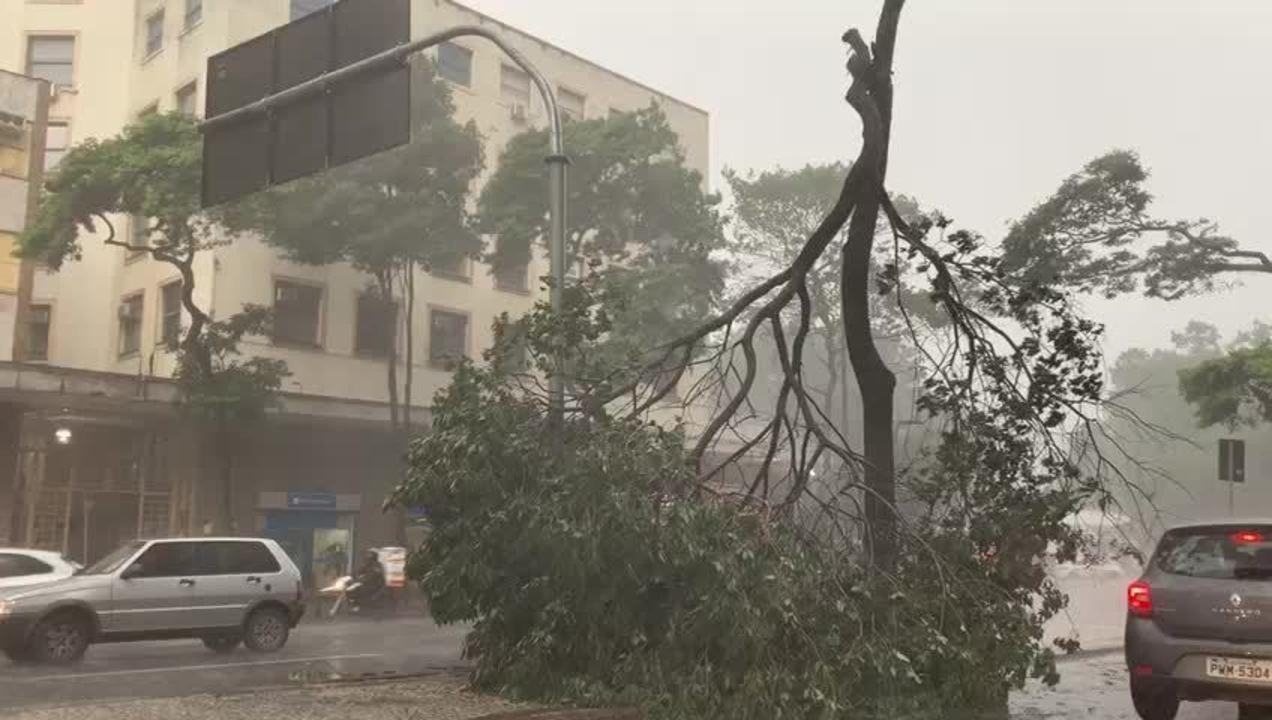 Chuva de granizo atinge Belo Horizonte