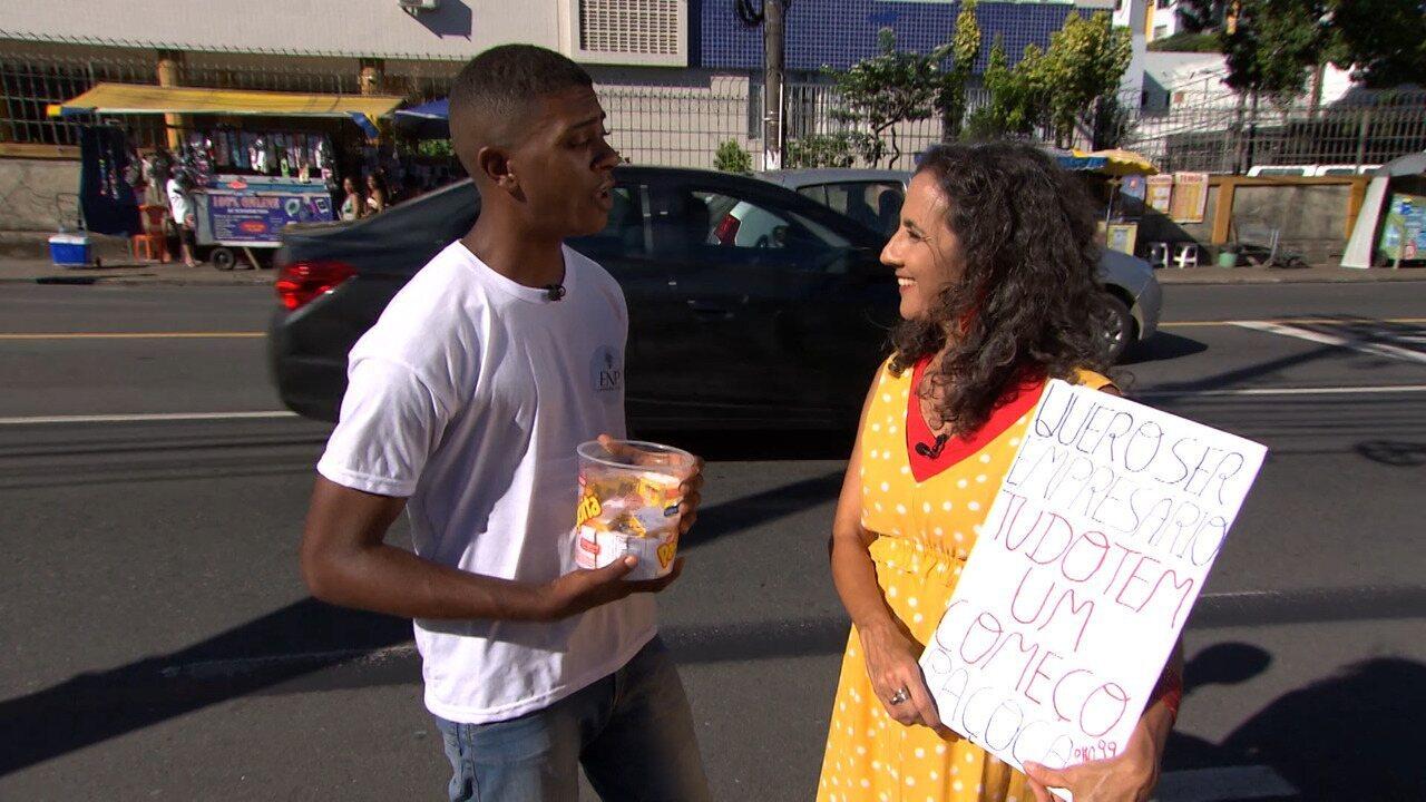 Maria Menezes conhece uma turma que empreende nas ruas e coletivos