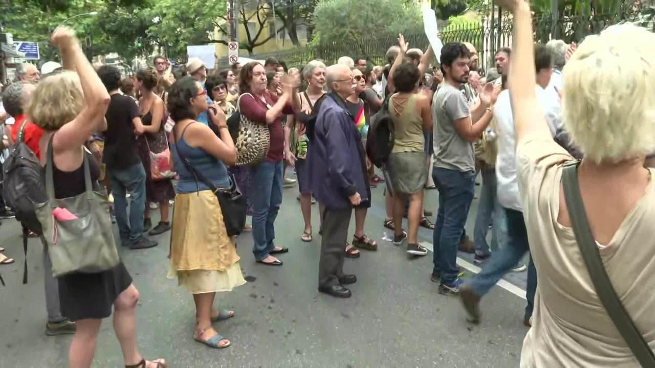 Funcionários da Casa de Rui Barbosa protestam contra exoneração de chefes da fundação