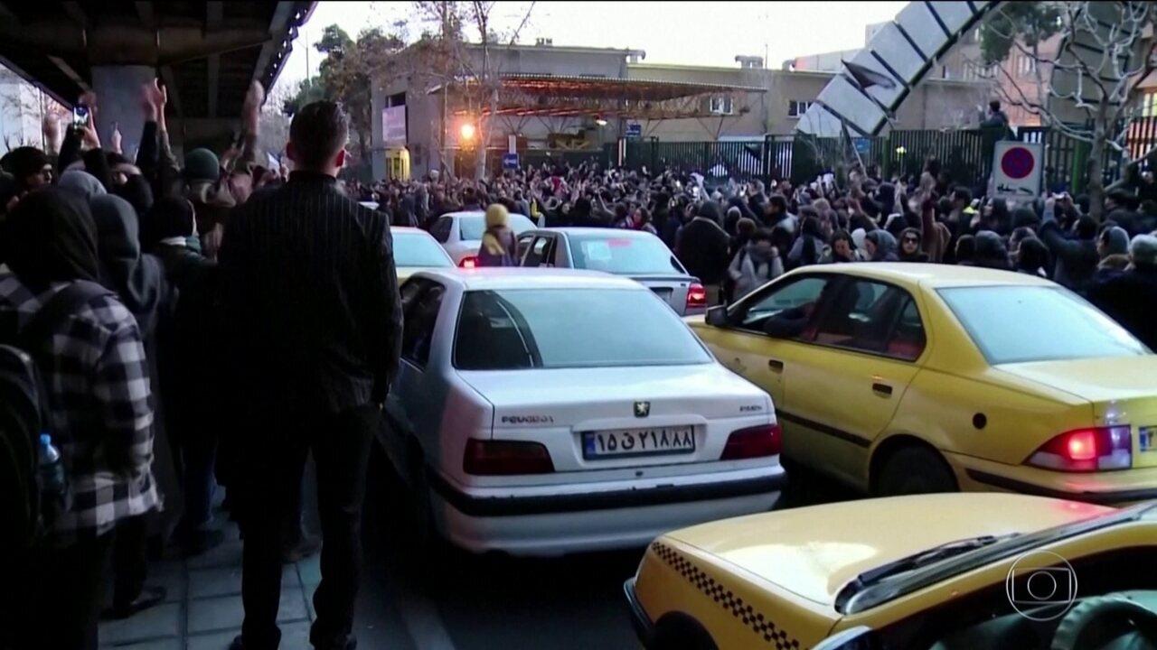 Irã tem terceiro dia de protestos contra abate de avião ucraniano