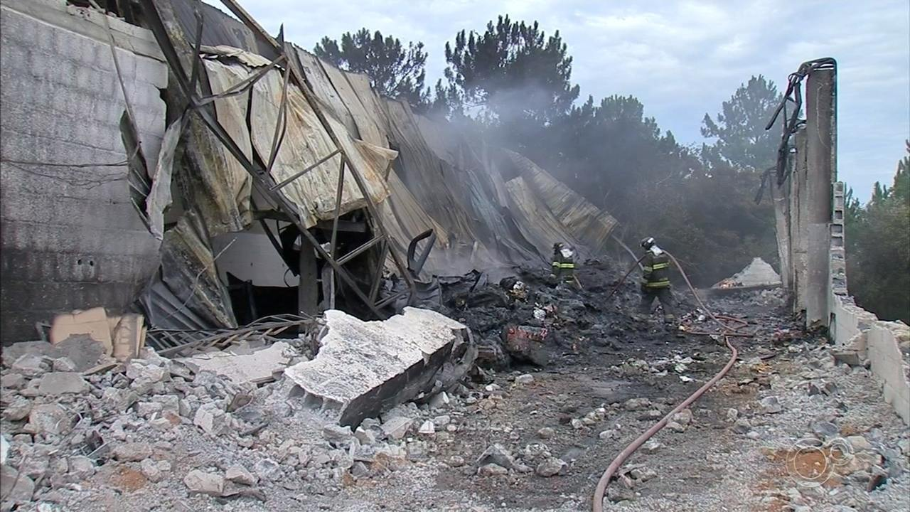 Galpão pega fogo e fumaça assusta moradores de Jarinu