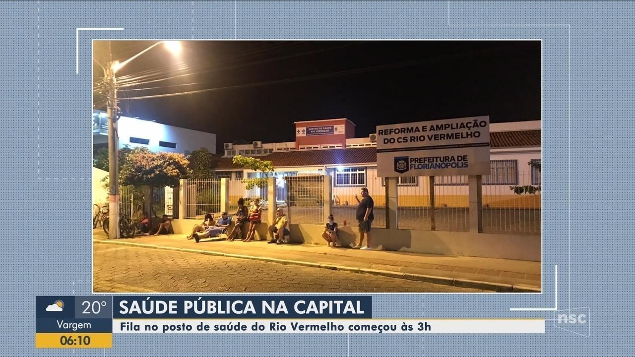 Moradores amanhecem em fila de posto de saúde em Florianópolis