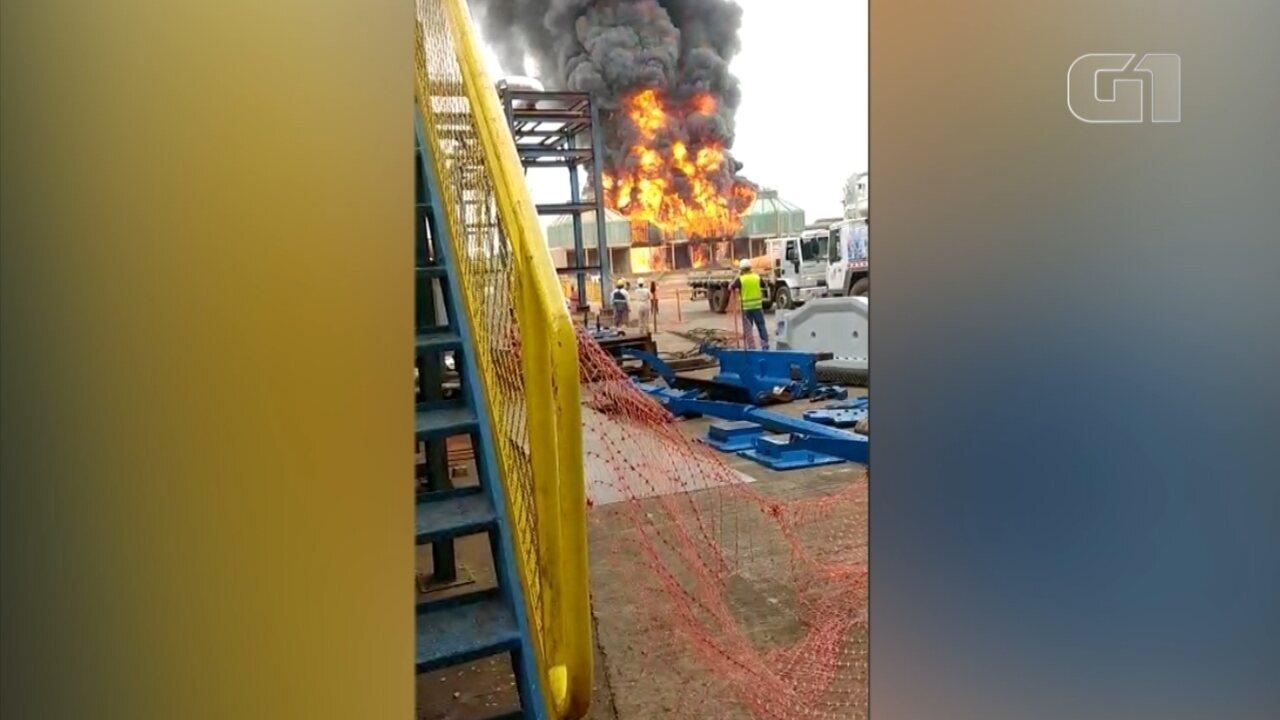 Incêndio atinge usina de açúcar e chamas assustam funcionários