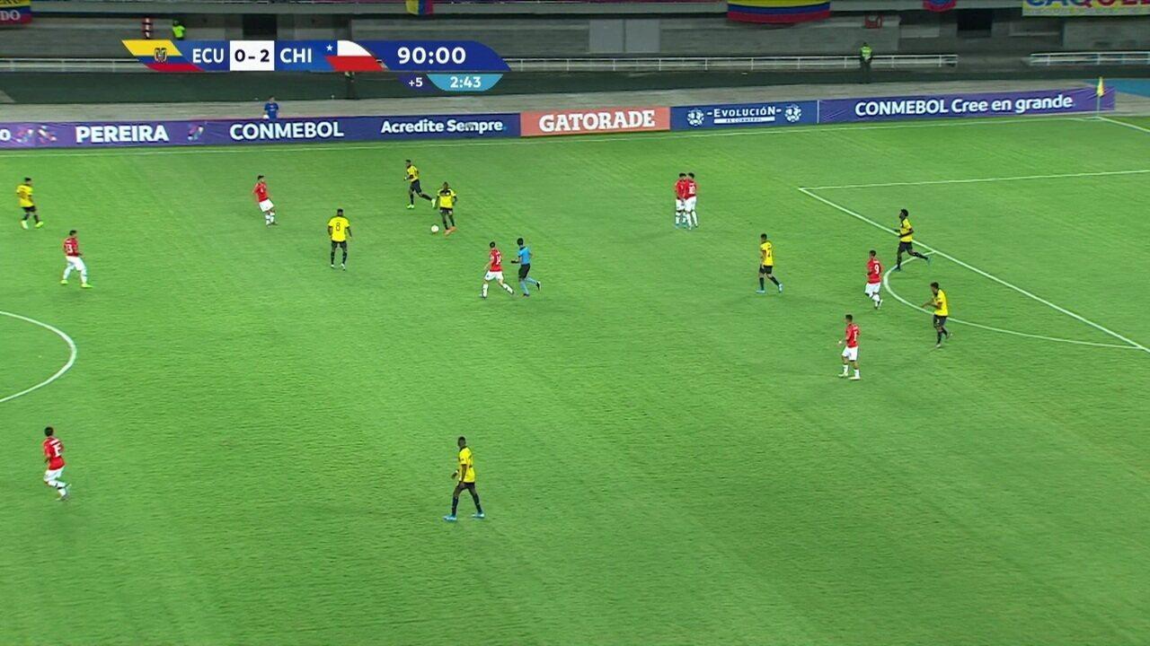 Araos e Morales discutem pouco antes de terceiro gol do Chile